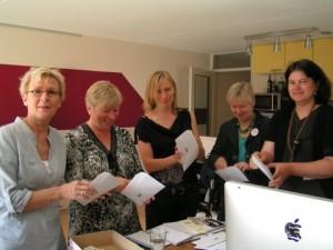 Erica, Yolande, Patricia, Lucy en Tracey