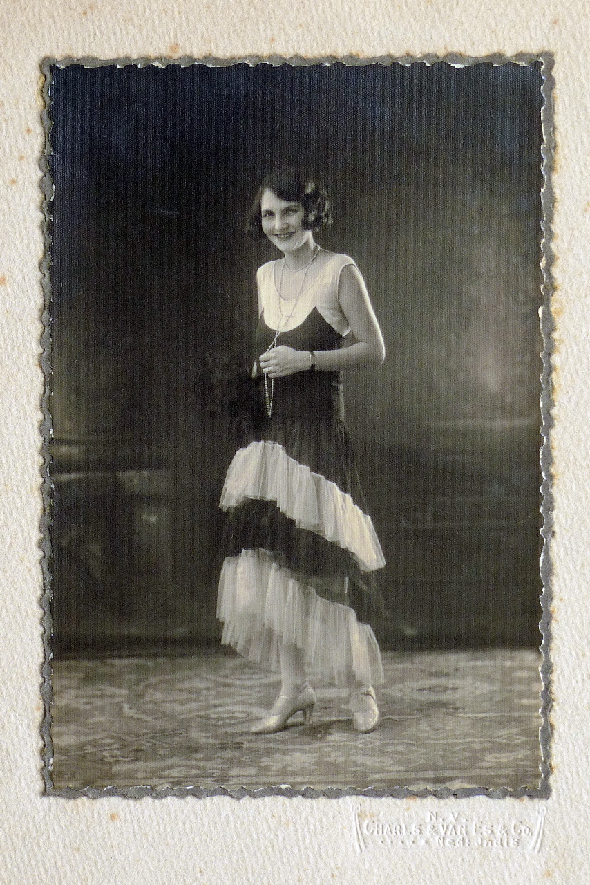 Een volantjurk, eind jaren twintig